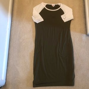 LuLaRoe Dresses - LulaRoe Julia dress Medium EUC